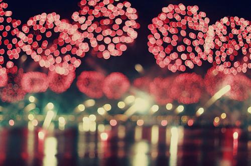 fuochi-artificio-capodanno-luci-costumi-gioia-forzata