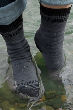 scarpe-calzini-bagnati-come-vestirsi-ufficio-quando-piove