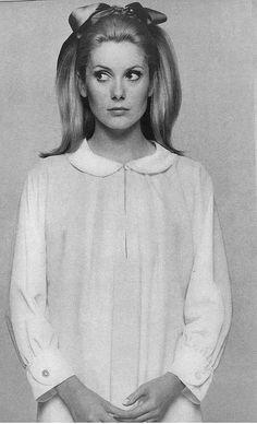 catherine denavue-pigiama-gravidanza-notte-ospedale-camicia