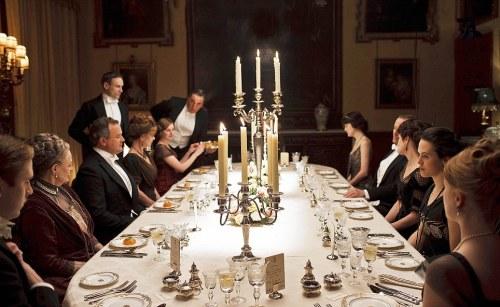 consigli-trucchi-ricevere-casa-ospiti- bon- ton- galateo-table-setting-mise en place- down town abbey