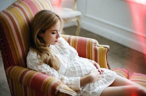 gravidanza-preparitivi-cosa-serve-cameretta-dalani-baby-culla- attesa-pancia