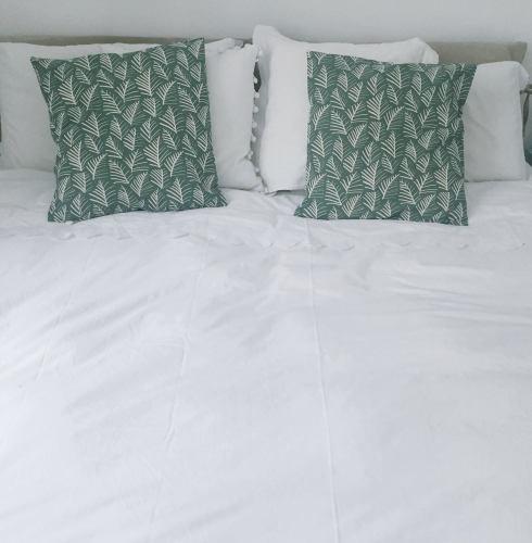 non si dice piacere- cuscini - letto-letto-dormire-cuscini-primavera-arredare-low-cost