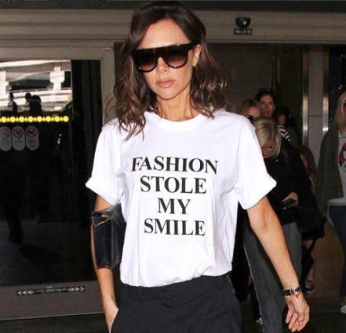 t-shirt-frasi-graphic-magliette-moda-parole-abbinamento - victoria-beckham
