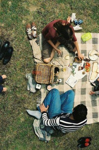 pic-nic-chic-ventee-prive-come-organizzare-cosa preparare - cibo-mise en place amici