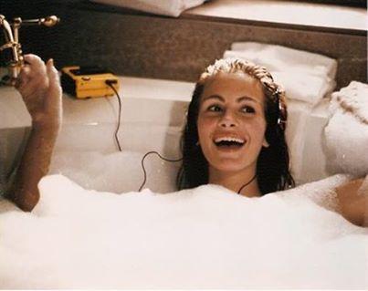pretty-woman- brutte-giornate-doccia-lavarsi-cattivo-umore-bagno-dosso-levarsi-doccia