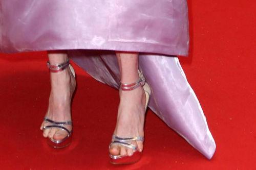 Julianne-Moore-Cannes-sandali-misura-estate-pedicure-dita-che-escono-buon-gusto (2)