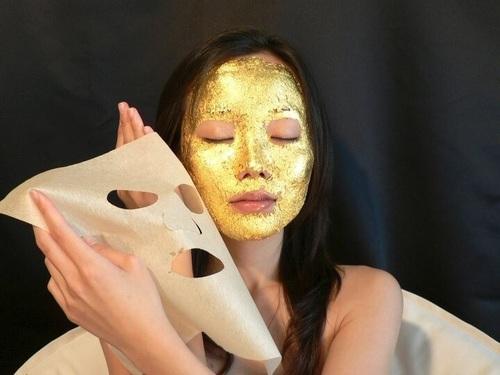 beauty-case-valigia-cosa-portare-vacanza-trucchi-creme-segreti-bellezza maschera