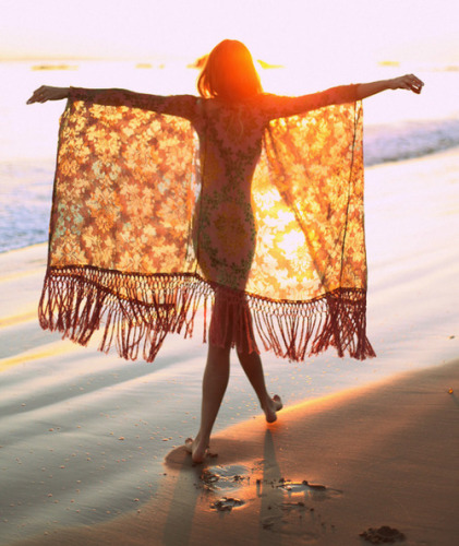 hippie-stile-come-vestirsi-spiaggia-liberta-vacanza- hippie