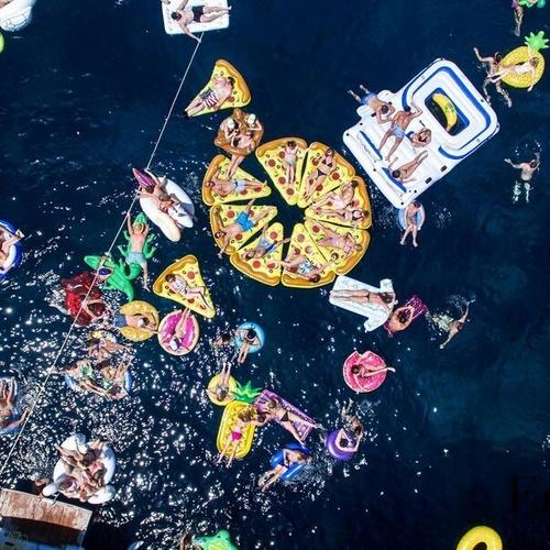 agosto-settembre-2017-estate-fine-novità-ombrellone-gossip-materassini-edcole-profume