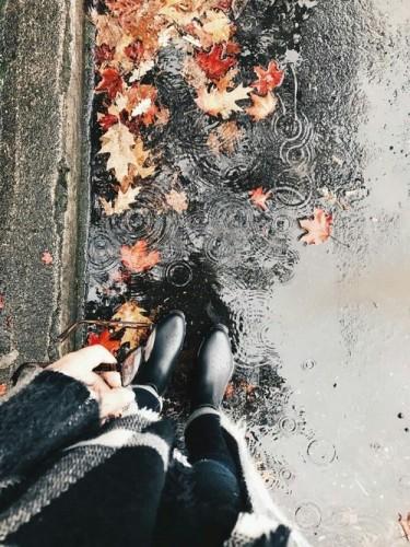autunno-checklist-cosa-fare-casa-gite- giorno pioggia- stivali