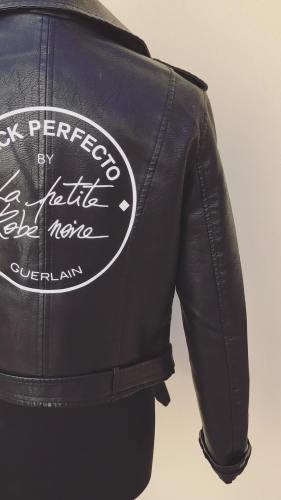 chiodo-rock-black-perfecto-guerlain-la-petite-robe-noir-classico-moderno