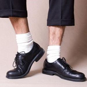come vestirsi -ufficio-eleganza-bon-ton-buone maniere- dress-code-casual friday (1) calzno corto uomo
