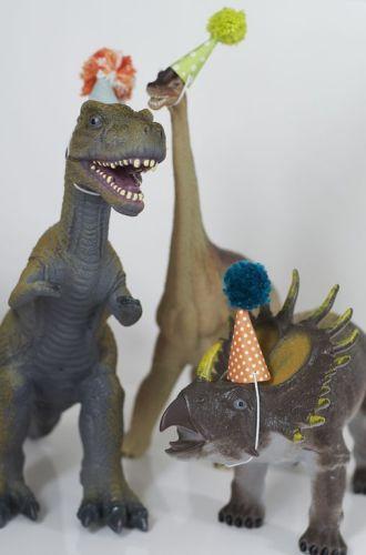 festa-compleanno-bambini-figlio-come-organizzare-cosa-fare-regalini inviti dinosuri