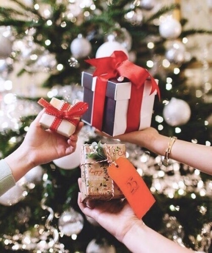 cose-rendono- felice- stati- animo- shopping-therapy- black- friday- regali natale pacchetti