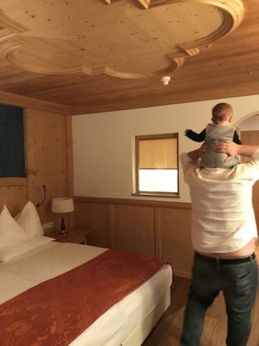 lusso-adler-bambini-neonati- ortisei- vacanze- relax family vacanza su misura (1)