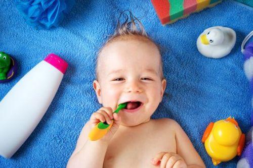 baby - skin-care- letto-mustela-prodotti-indispenabili-pelle inverno crema balsamica dentefricio