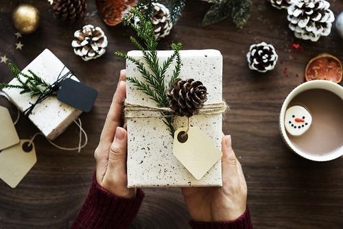 idee-regali-golosi-cosa-regalare-lui-pacchetto