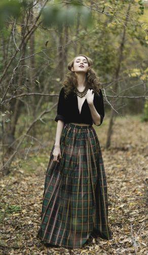 vestirsi-giuste-outfit-feste-come-vestirsi-tema-natale-tartan-pailletes-oro-rosso-non-si-dice-piacere- verde