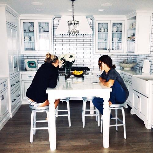 amiche-cucina-chiacchiere-famiglia-sentirsi