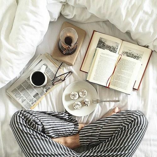 leggere mattina letto colazione mattine