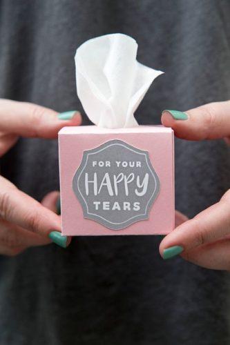 lacrime facili- gioia- fazzoletto