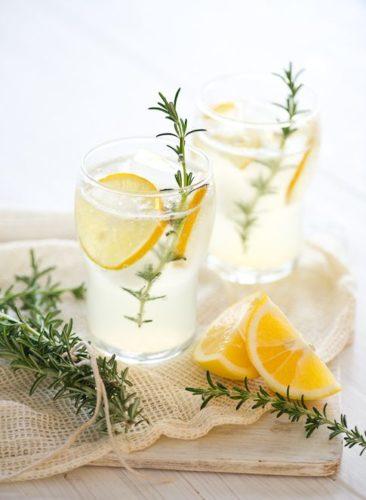 acqua aromatizzata limone cosa fare questa estate