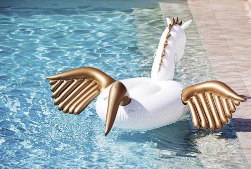 bellezza- prodotti- piscina- cosa usare- cosa avere- caldo afa
