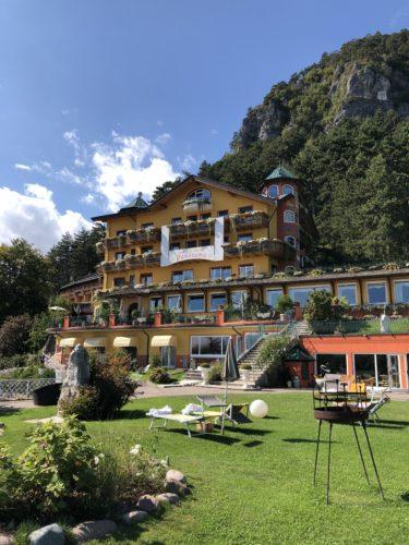 fai-della-paganella-trentino-respirare- forest-bathing-relax-week end-sport-hotel-panorama piedi