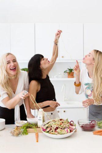fiocco di vite- tavola- vino- abbinamenti- banchettare amici ionverno
