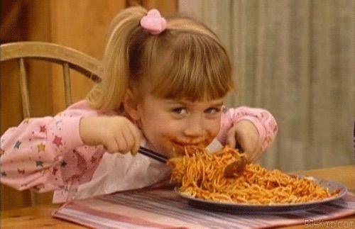 galateo tavola cosa non fare mai buone maniere educazione appetito spaghett