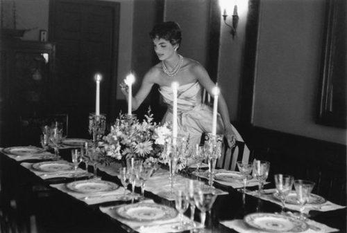 padrone di casa- ospiti- regole - cena - amici- galateo- non si dice piacere