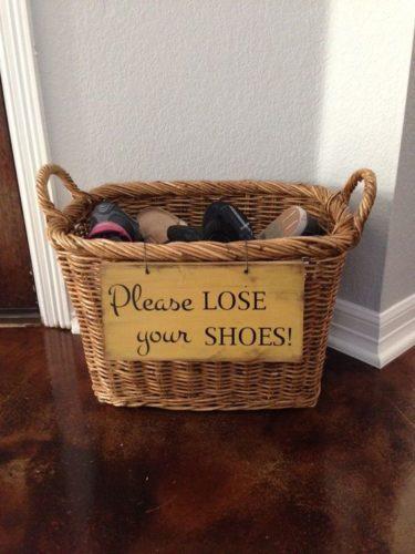 galateo scarpe ospiti inviti togliere come fare buone maniere
